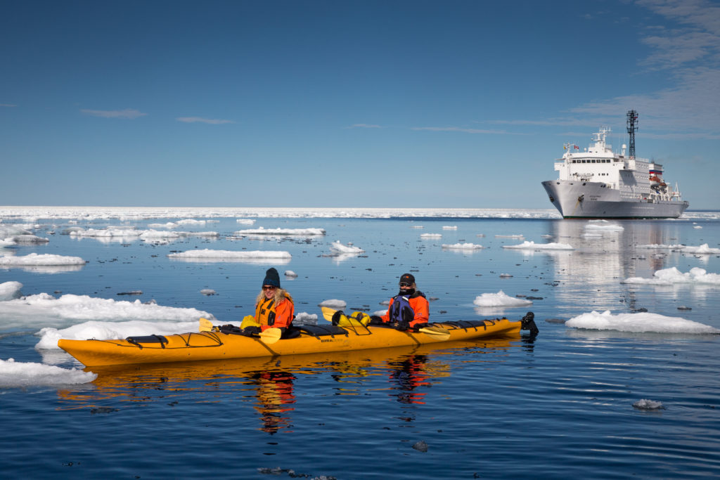 Kajakfahren vor Baffin Island | One Ocean Expeditions von Roger Pimenta